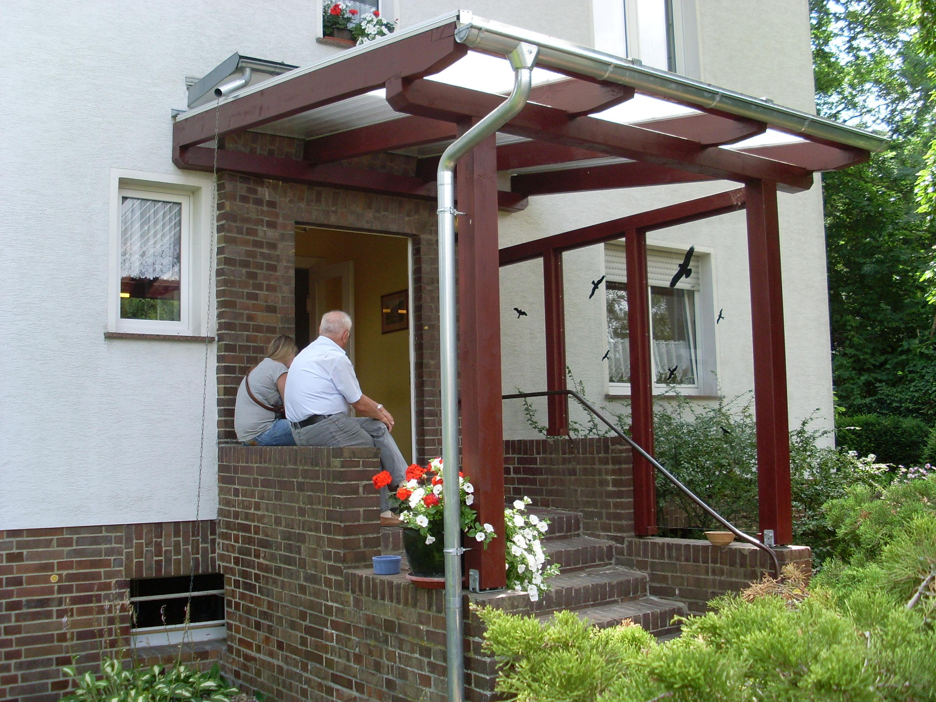 vordach bauen affordable vordach fr brennholz am carport befestigt diy selber bauen mit v. Black Bedroom Furniture Sets. Home Design Ideas